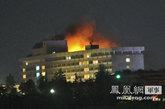 28日晚,北约两架直升机对喀布尔洲际酒店楼顶的三名武装分子进行攻击,结束了此次袭击事件。
