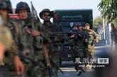 29日,阿富汗军警在洲际酒店外加强巡逻。