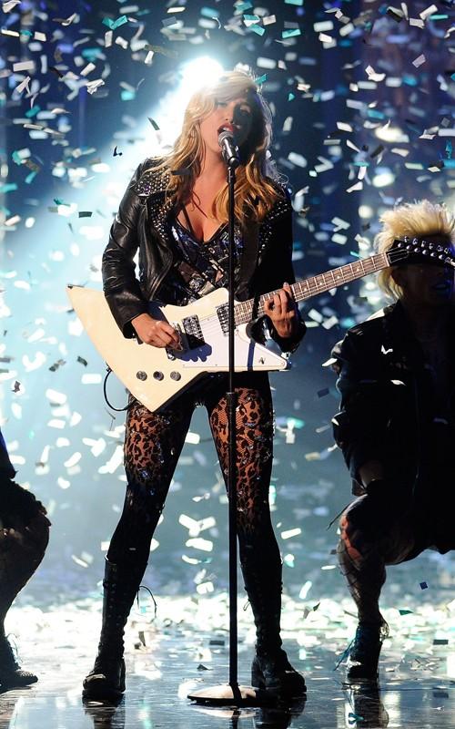 风看到女星2010全美音乐奖舞台情趣很情趣买姨穿着内袭击小衣被了图片