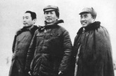 周恩来、毛泽东、朱德在一起。