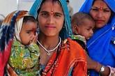 在印度,女性的弱势社会地位堪忧。即使是富裕家庭出生的女孩子,就算是当红的明星,也逃不过封建婚姻的枷锁,身在普通家庭的女性,就更无法想象她们的权利能否得保障。