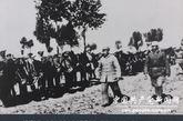 1947年,朱德视察华北前线。(来源:中国共产党新闻网)