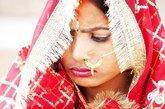 """最新人口普查结果显示,印度男女性别比例失衡之痛犹在。印度总理辛格为此痛心:选择性堕胎和杀害女婴的陋习是印度的""""国耻""""。目前,男女失衡已经波及印度社会的婚姻家庭模式,""""童婚""""""""换婚""""""""群婚""""""""租婚""""等丑陋现象死灰复燃,性犯罪形势日益严峻。"""