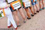 莫斯科举办女子高跟鞋赛跑活动