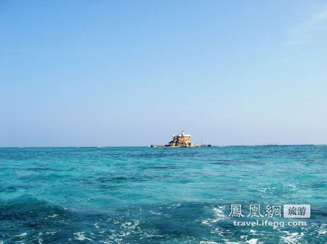 海上遥望被争议的南海群岛美丽风光(17/87)