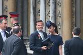 4月29日,全球瞩目的威廉王子大婚仪式,贝嫂和夫君贝克汉姆一起现身。Victoria Beckham自己品牌的海军蓝裙装搭配Philip Treacy设计的帽子以及Christian Louboutin出品的6英寸高跟鞋。