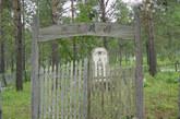 1969年5月15日在吴八老岛被苏军打死的任久林葬在十八站烈士陵园中。
