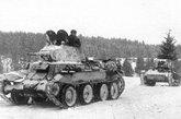 BT快速坦克是30年代苏联著名坦克,具有优异的机动能力和不错的火力。在1941年苏德战争爆发时,苏联拥有有6000辆以上BT坦克,多数是BT-7型,数量超过了德军1941年投入战场的坦克总数。但战争初期BT-7损失惨重,大部分未能在1941年冬天后幸存。图为1941年11月第5坦克旅的BT-7和T-26坦克。