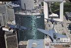 法国国庆阅兵:各式战机飞过香舍丽榭大道上空
