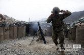 7月18日,驻守阿富汗库纳尔省一处据点的美军第27步兵团2营A连的120毫米迫击炮,向塔利班武装猛烈开火,在该据点,美军和阿富汗政府军与塔利班已经展开多日的激战。