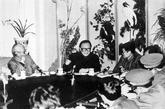 1990年在中南海接见北大军训学生代表。