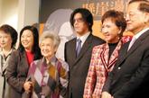 蒋友柏(中)和蒋友常兄弟推出新书《悬崖边的贵族》,纪念父亲蒋孝勇;国民党荣誉主席连战(右)夫妇到场致词。