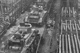 因火车站遭到轰炸,被放弃在铁道上的BT-7坦克