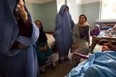 几位教师来看望病情恶化的 Fatonah Kairkhowa ,最终她还是去世了。