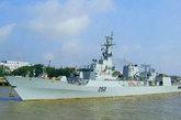 """资料图:中国为巴基斯坦海军建造的第二艘F-22P导弹护卫舰""""沙姆谢尔""""号。"""