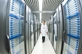 """安置在国家超级计算机天津中心的""""天河一号""""超级计算机。""""天河一号""""在第36届世界超级计算机TOP500中排名第一。"""