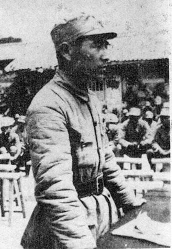 1941年毛泽东朱德等人为林彪堂兄抬棺执绋