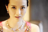 王艳奢华的转变,满身的珠宝气息。