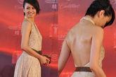 梁咏琪的复古花布挂脖长裙,背部全露,展现背部姣好曲线,翘臀自然一览无余了。