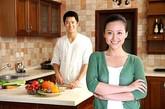 勤快做家务时。家务不是女人的专利,一个看上去很粗糙的男人,也能把家里仔细打扫干净。这时的他不仅是在帮爱人减负,更是在用心对待这个家。哪个女人不为此感动呢?