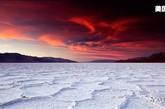 在艺术家景观处(Artists Point)亲身体验沙漠风光,或在死亡谷一览惠特尼峰(Mount Whitney )和死亡谷盐碱地(Badwater)的风貌。