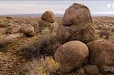 在约书亚树国家公园有机会体验世上最优秀攀岩者在回声岩(Echo Rock )和马鞍岩(Saddle Rock)的历险,或者去莫哈韦国家保护区的钟乳石洞(Mitchell Caverns)探访沙漠的地下世界。