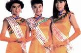 双开衩的旗袍裙摆为这三位港姐获奖者带来不少风韵,从单开衩旗袍到李嘉欣这身旗袍造型让李嘉欣美得几乎无可挑剔。