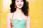 红绿的撞色搭配在1990年袁咏仪这款参赛泳装上就有运用,性感的绑带设计让她看起来更显瘦,腿型也变得很完美。
