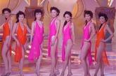 在2001港姐大赛中泳装被加入了裙摆设计,并且重新回归连体式泳装的造型也很拉风。