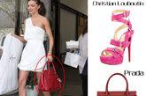 脚踩Christian Louboutin绑带凉鞋,手提Prada酒红色手提包,米兰达·可儿的通勤装如走秀般气场十足,生子后的她也不怕晒晒大腿、露手臂,甚至搭上12cm的绑带凉鞋,高调的秀出辣妈气场。