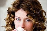 鼻子该如何保养?鼻是具有多功能的调节器,对吸入的空气起净化、调温、湿润的作用。一旦人体抵抗力下降,聚集在鼻腔的致病菌便兴风作浪,引起鼻黏膜病变。病菌若通过鼻腔侵入喉、气管、肺,则可致喉炎、气管炎、肺炎的发生。因此要懂得鼻子的保健知识和方法,尤其是在呼吸道疾病易发的冬季。