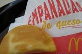麦当劳酥皮脆饺 供应地点:智利  想吃芝士酥皮饺子吗?在南美洲可以吃到这样的饺子——根据个人喜好选择 烹炸与否。