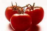 西红柿  丰富的维生素C能结合细胞之间的关系,制造出骨胶原,能强健血管。