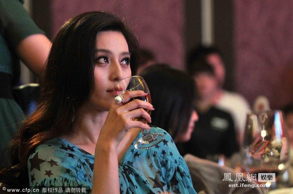 """范冰冰/19日晚,广州《新周刊》杂志在长隆酒店举行15周年庆典暨""""大..."""