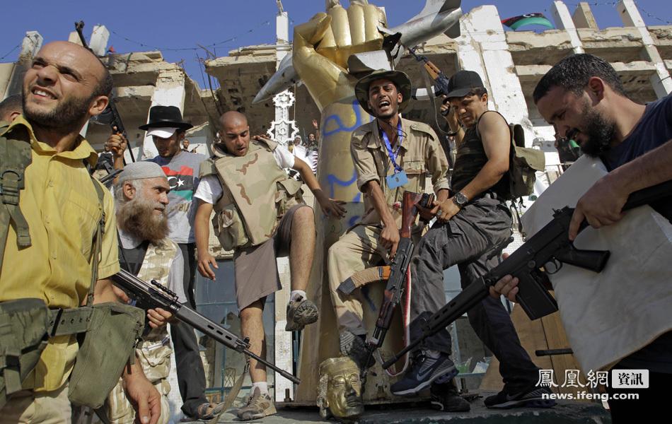利比亚反对派攻占阿齐齐亚兵营