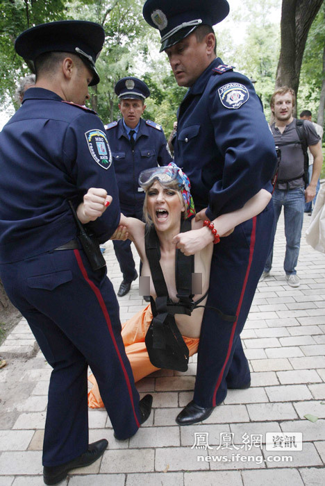 【转载】为贫民维权 乌女权组织成员抗议被捕 - 老可 - 老    可