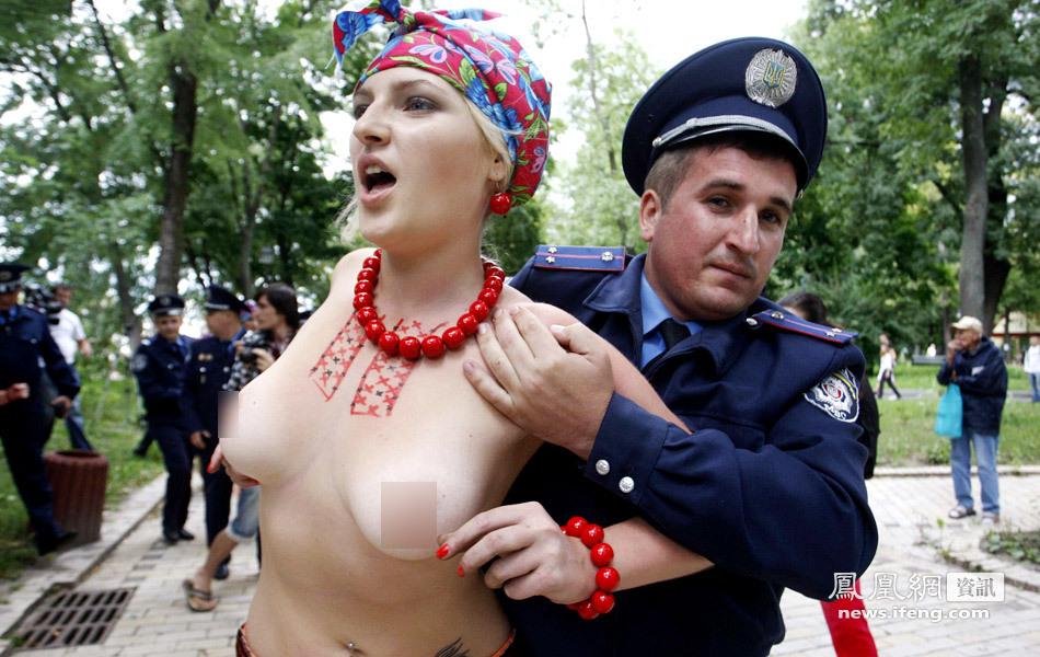 为贫民维权 乌女权组织成员抗议被捕