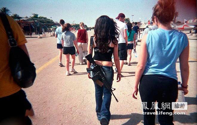 玫瑰与小姐以色列性感美女带枪逛街售楼性感服装枪炮图片