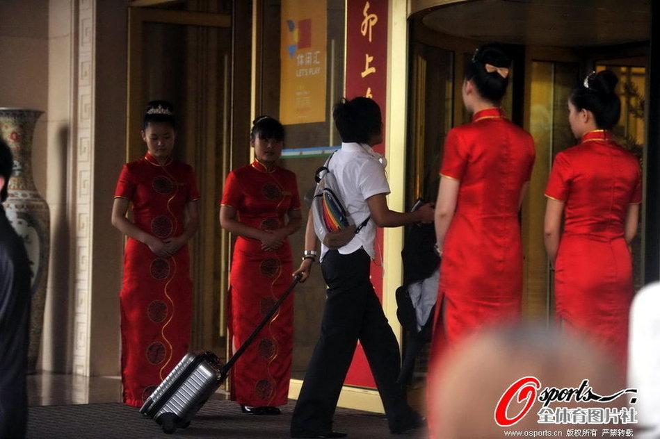 日本女足中国耍大牌 官员拍记者扬言封杀[高清]