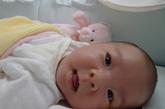 """董嘉耀女儿(小名""""甜豆"""")刚出生时的可爱模样"""