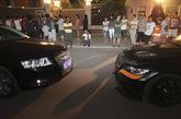 """9月6日晚,在海淀区西山华府小区门口,一对业主夫妻在开车刚要拐入小区南门时,因减速遭到后面一辆无照宝马和一辆牌照为晋O00888的奥迪司机殴打。夫妻头部被打流血。两打人者欲逃离被控制。经核实,宝马司机15岁,无驾照,系著名歌唱家李双江之子。""""晋O""""车牌为套牌。新京报记者 浦峰 摄"""