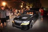 9月7日凌晨,西山华府南门,改装的宝马车被堵在路中间。新京报记者 浦峰 摄