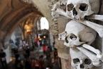 用人骨装饰的捷克人骨教堂