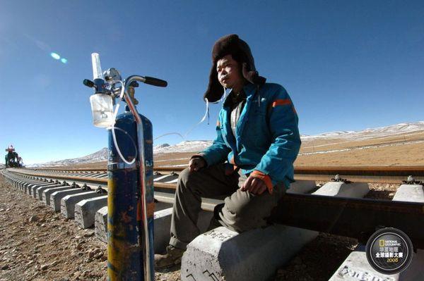 图片故事:青藏铁路建设者们的艰辛与痛苦