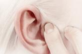 """如果耳朵局部有结节状或条索状隆起、点状凹陷,多提示有慢性器质性疾病,如肝硬化、肿瘤等。耳朵局部血管过于充盈、扩张,可见到圆圈状、条段样等改变的,常见于有心肺功能异常的人,如冠心病人、哮喘病人等。  李志刚提醒,望耳只是中医""""望诊""""的一部分,判断身体健康状况、诊断疾病,应当结合全身的其他表现。即使平日里自己观察,也不可盲目照书诊断,杞人忧天。"""