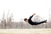 飞    表示想从生活压力中获得解放,或想靠自己的实力克服困难的心情。与异性一同在空中遨游,表示你想排除压力与异性自由地。浮游低空中,有双脚不能着地的不安感,表示你对不能施展自己能力的焦虑,同时说明缺乏自信。(资料图)