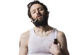 1、频繁抽烟、喝酒的人。