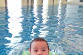谢亚芳:宝宝发烧了,搞得我这两天焦头烂额,医生说是病毒感染,但我真不知道是在哪儿感染的,跟游泳有关吗?BB发烧的护理有什麽需要注意的?老手爸妈请不吝分享指导!谢谢啦!