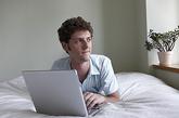 5、长时间操作电脑的人。