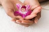 别让汗湿了你的手心 手心出汗,可不是在说你身体好,特别是年轻人。女性手心会发热,还很有可能得了慢性肾盂肾炎。前期一般有持续性或间歇性手心发热、出汗,或伴有全身发热。